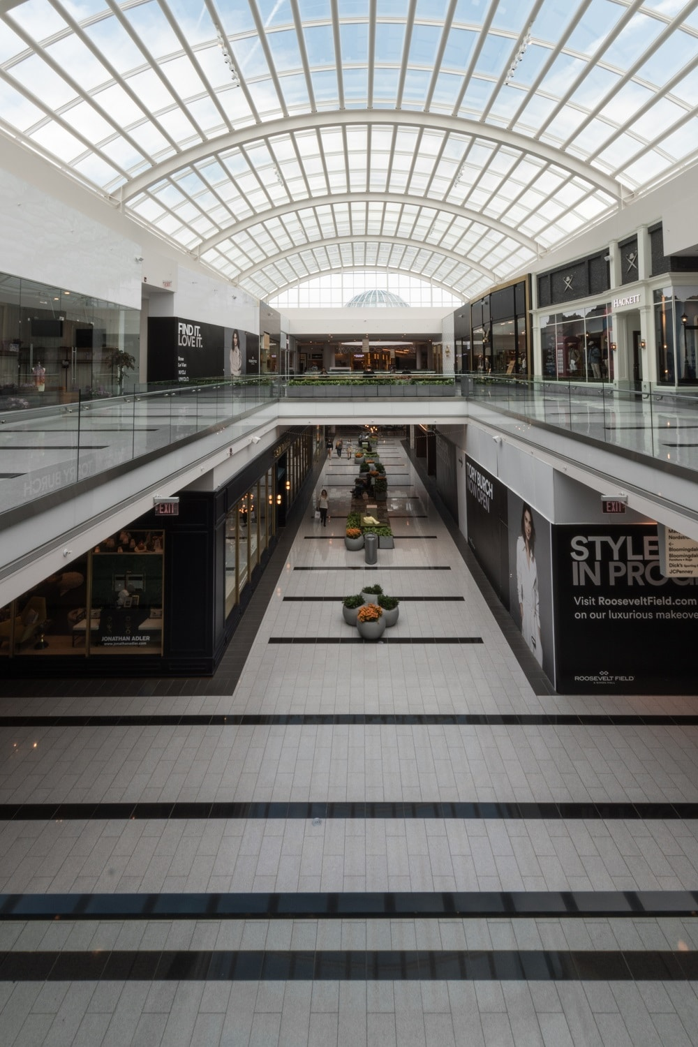 Roosevelt Field is located in Garden City, New York and offers stores - Scroll down for Roosevelt Field shopping information: store list (directory), locations, mall hours, contact and address.2/5(3).