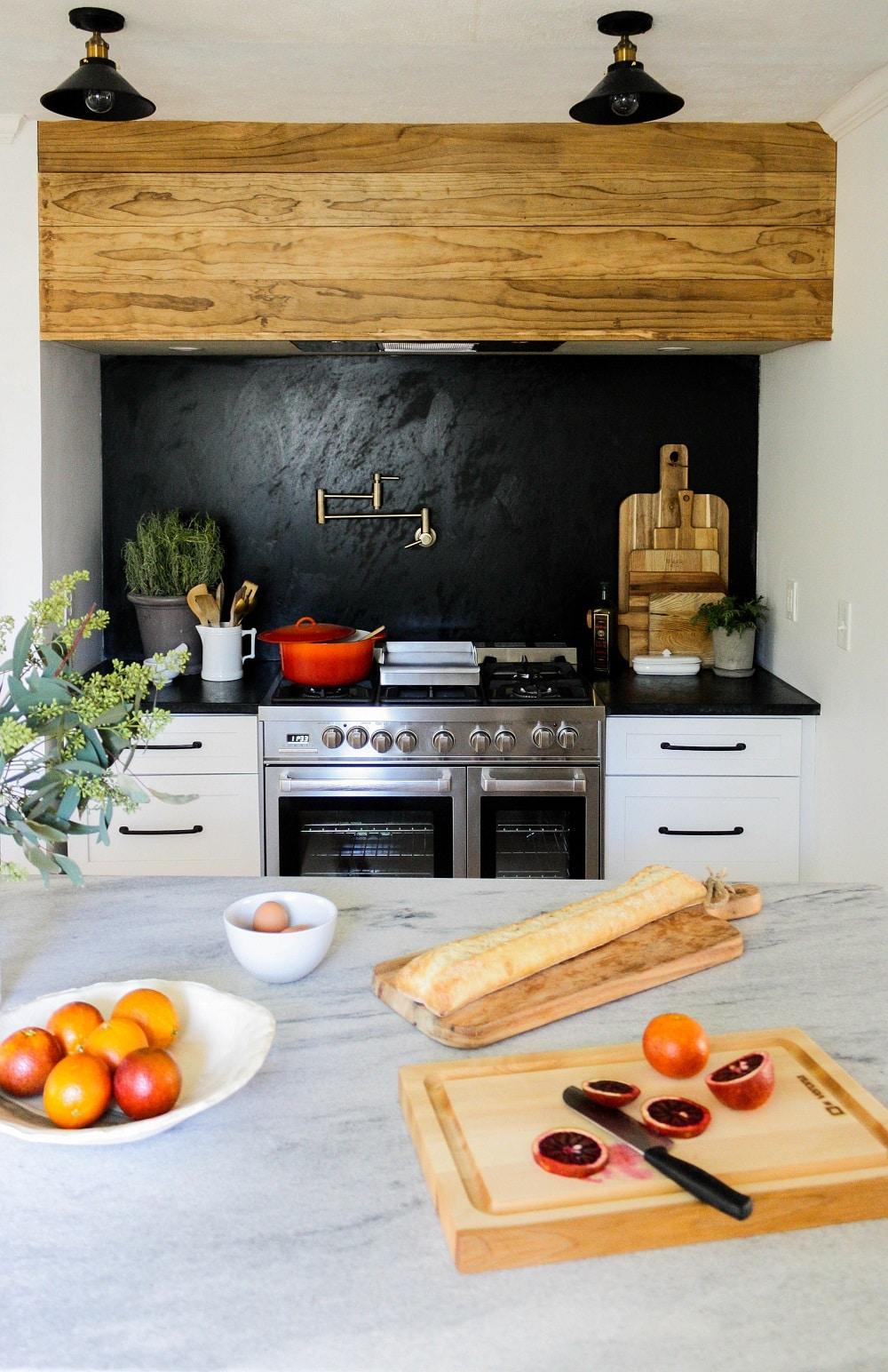 Cuisine rustique et moderne deux tons
