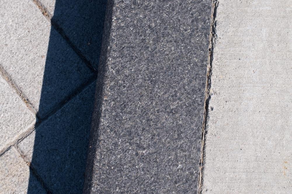 Richelieu Street Curbs
