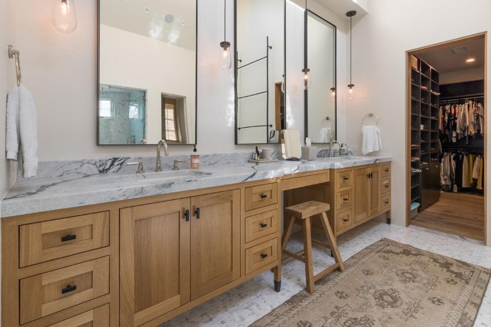 Vanité de salle de bain principale