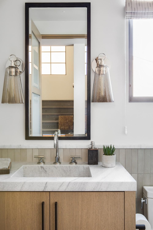 Vanité en marbre avec lavabo intégré